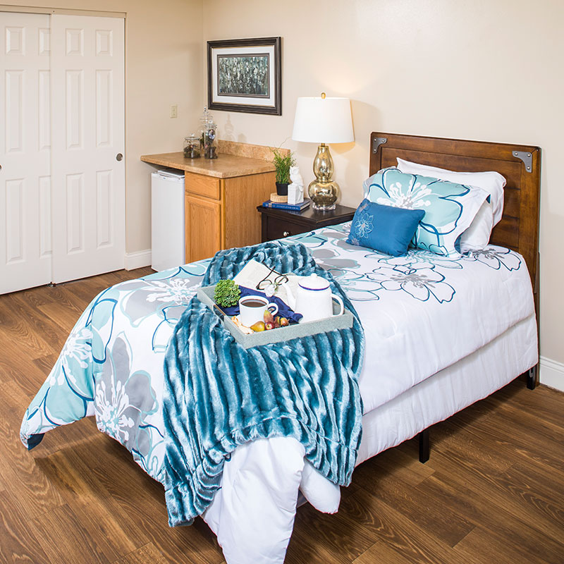 A-beautiful-bedroom-layout-in-a-10-Wilmington-Place-senior-living-residence