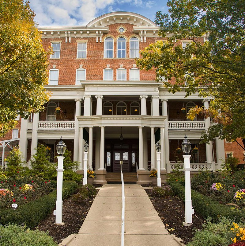 the-majestic-front-entrance-to-10-wilmington-place-senior-living-community_800x800_2