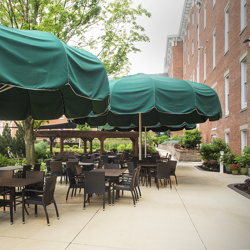 Patio_10-Wilmington-Place_Covered-Patio_Dining-Outside_Big-Umbrellas_Comfortable-peacfule-outside-setting_800x800