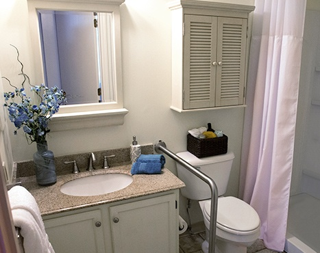 10 Wilmington Place Independent Living - Bathroom Image